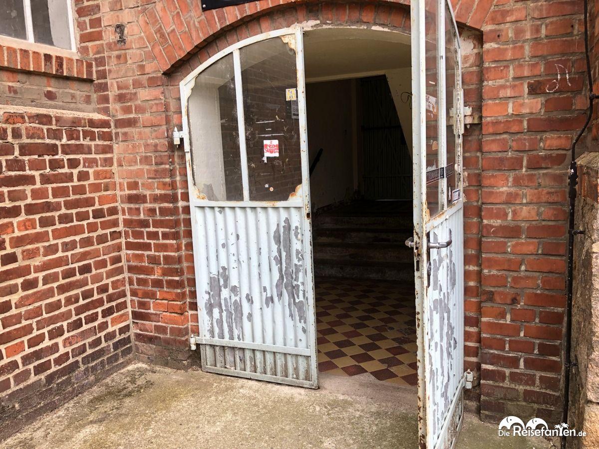 Eingang in ein Atelier in der alten Wollspinnerei in Leipzig