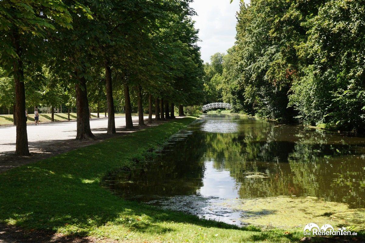 Breite Wege und Wasserführungen im Schwetzinger Schlosspark