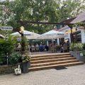 Der Aussenbereich des Restaurants Tyros.jpeg