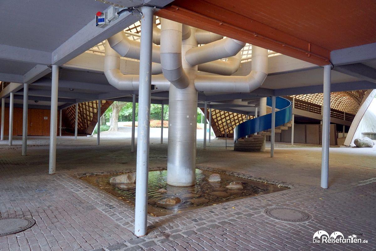 Der Baumbrunnen in der Multihalle im Mannheimer Herzogenriedpark