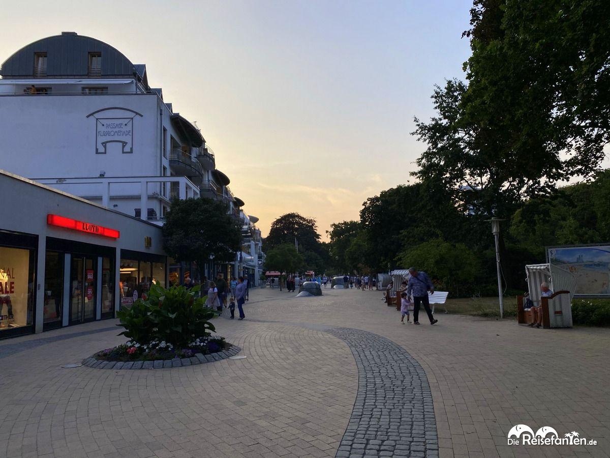 In der Fußgängerzone von Timmendorf war es nicht lange so leer wie hier