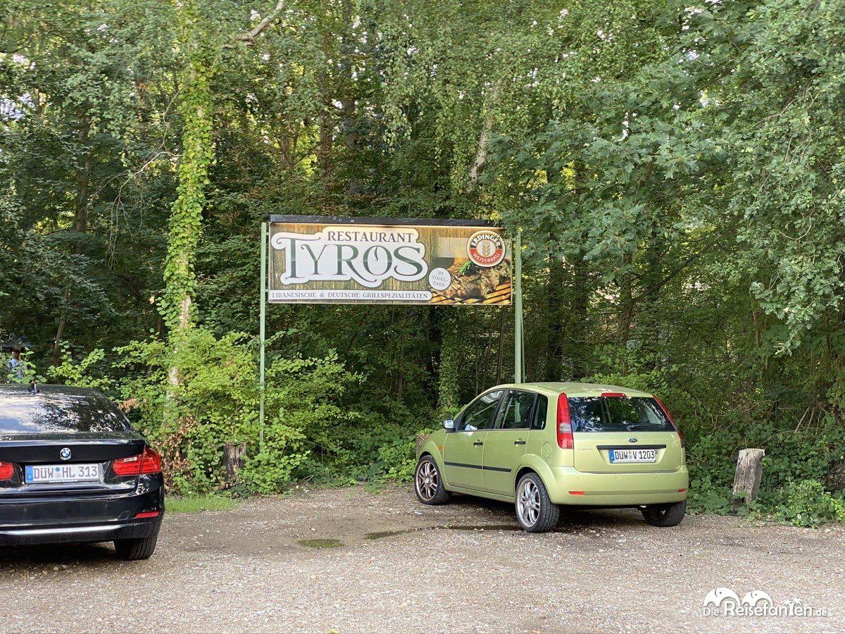 Schild des Restaurants Tyros.jpeg