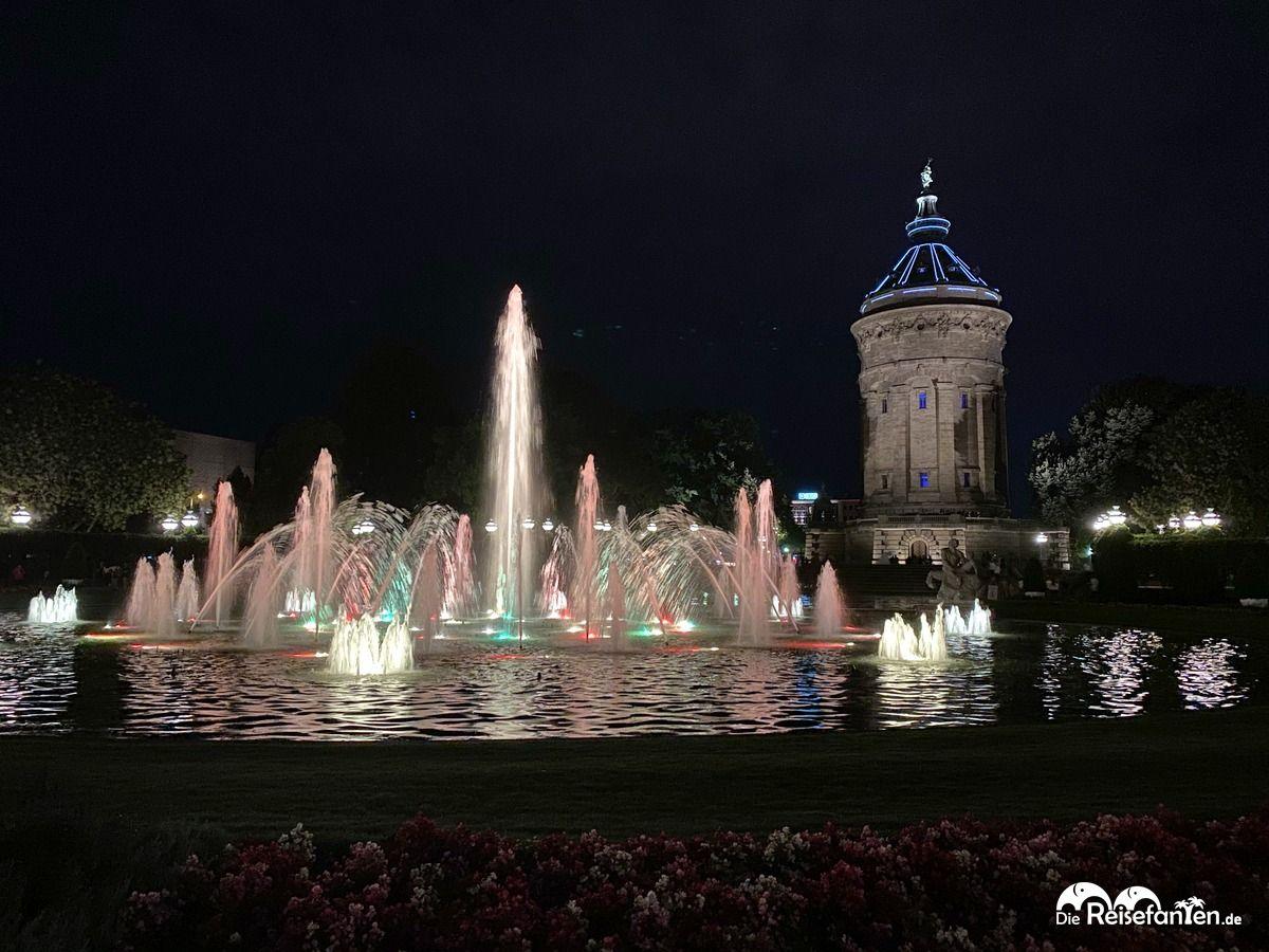 Der Mannheimer Wasserturm bei Nacht 1