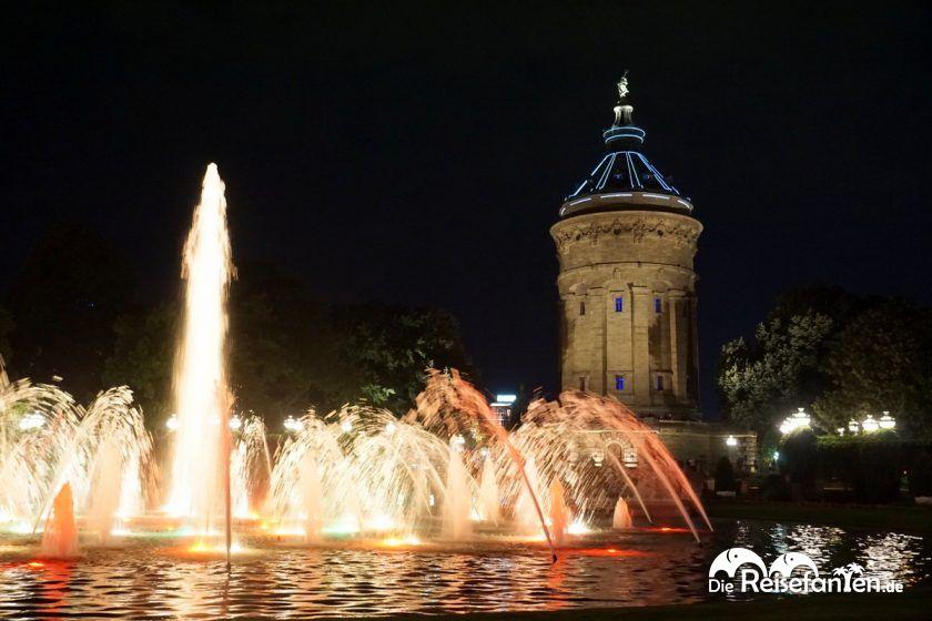 Der Mannheimer Wasserturm bei Nacht 3