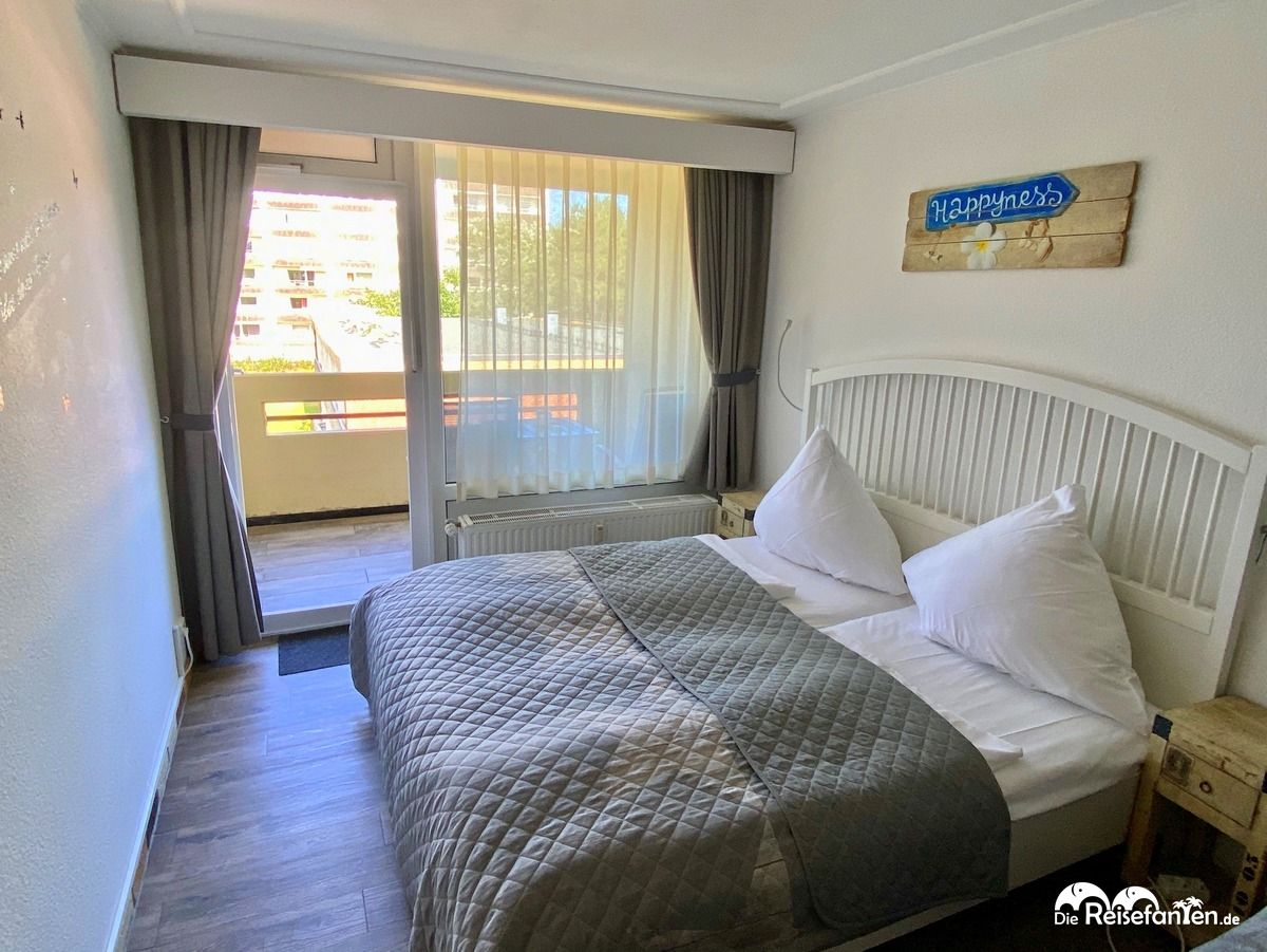 Doppelbett im Appartement der Villa Anna in Sankt Peter Ording
