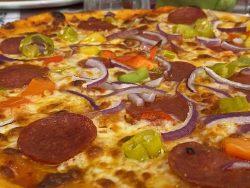 Pizza Diavola im Restaurant Kugelofen in Weinheim