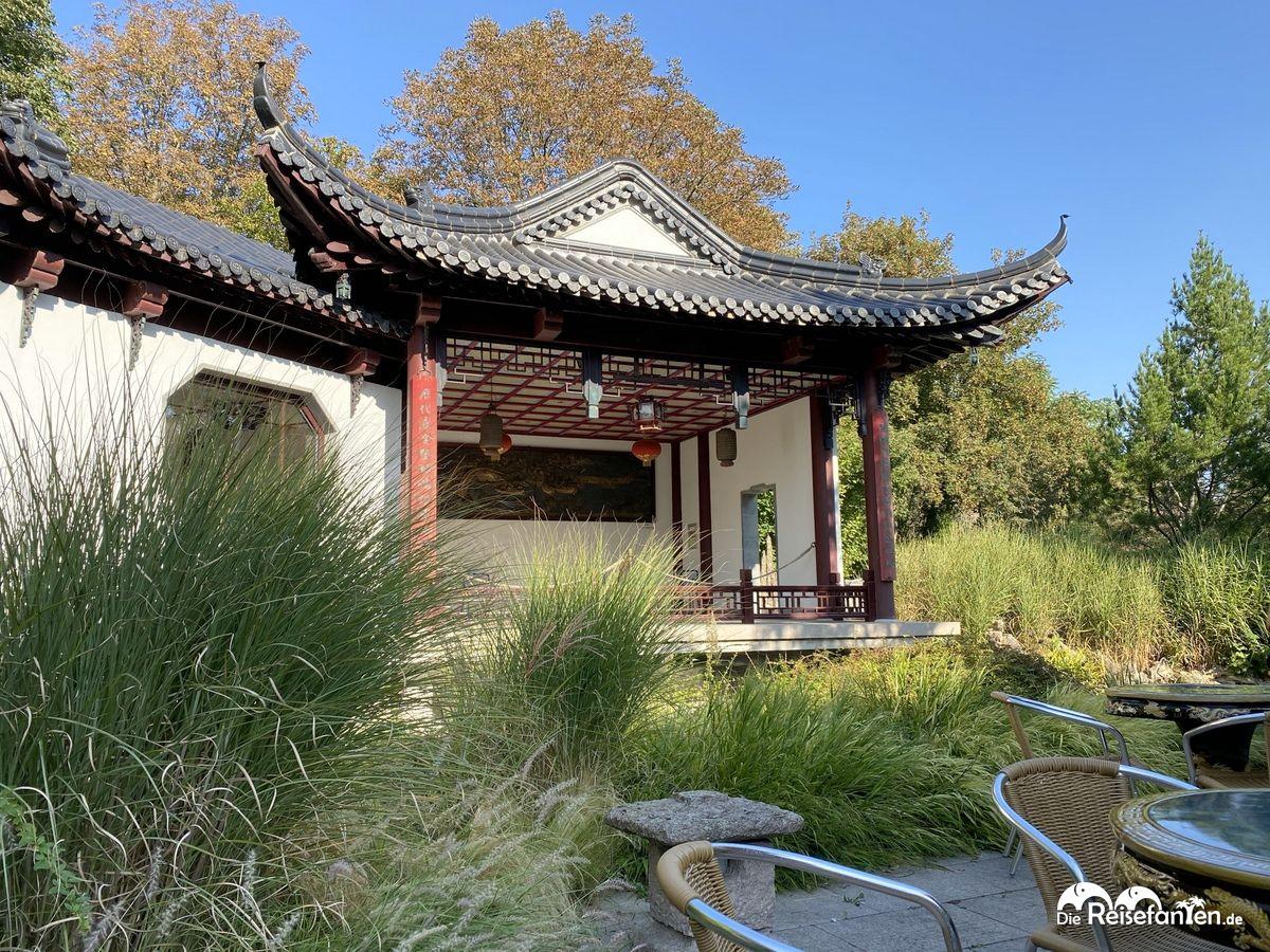 Veranstaltungsbühne im Chinesischen Teehaus im Luisenpark Mannheim