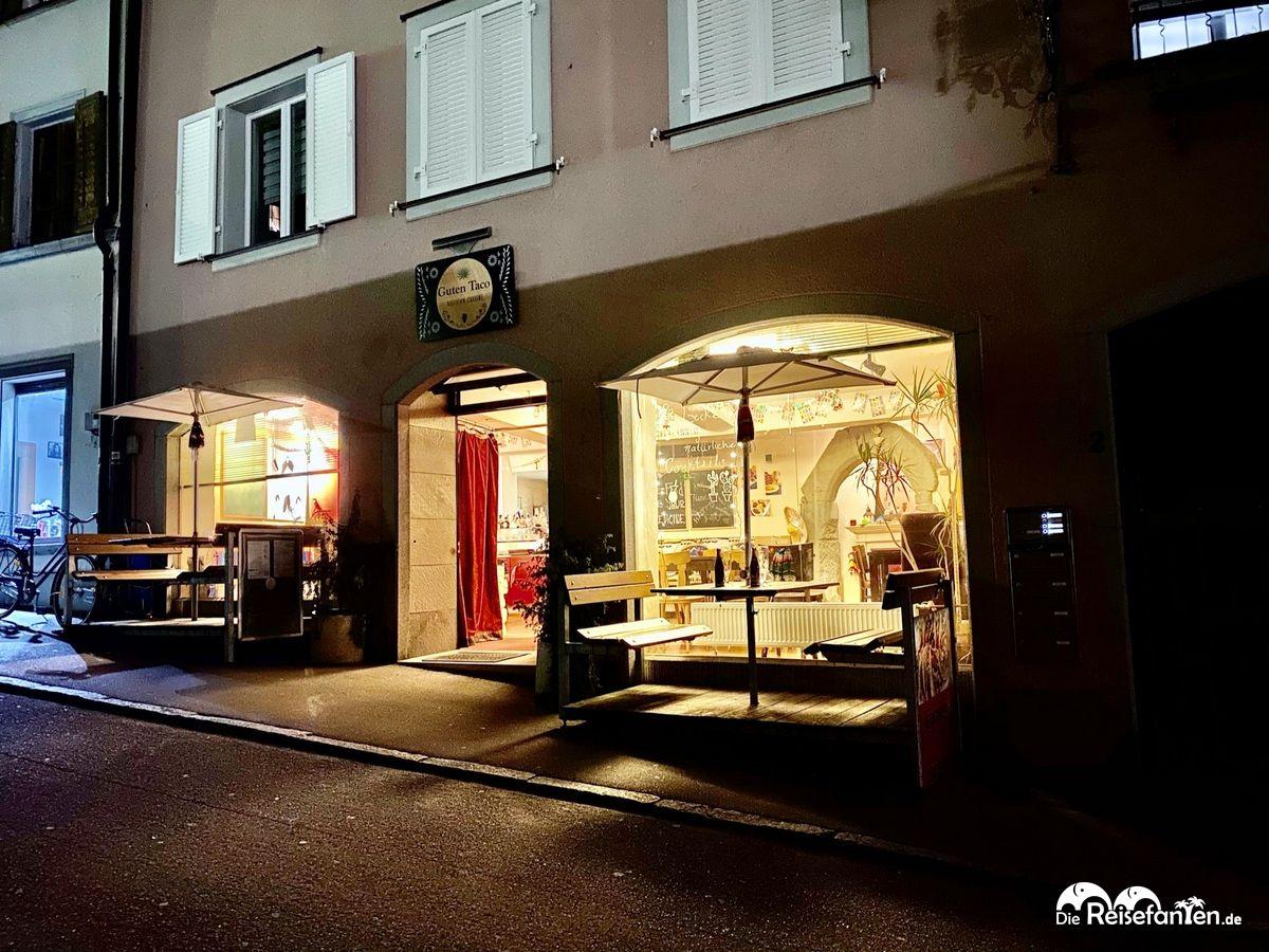 Auch bei Nacht macht das Restaurant Guten Taco in Überlingen einen einladenden Eindruck