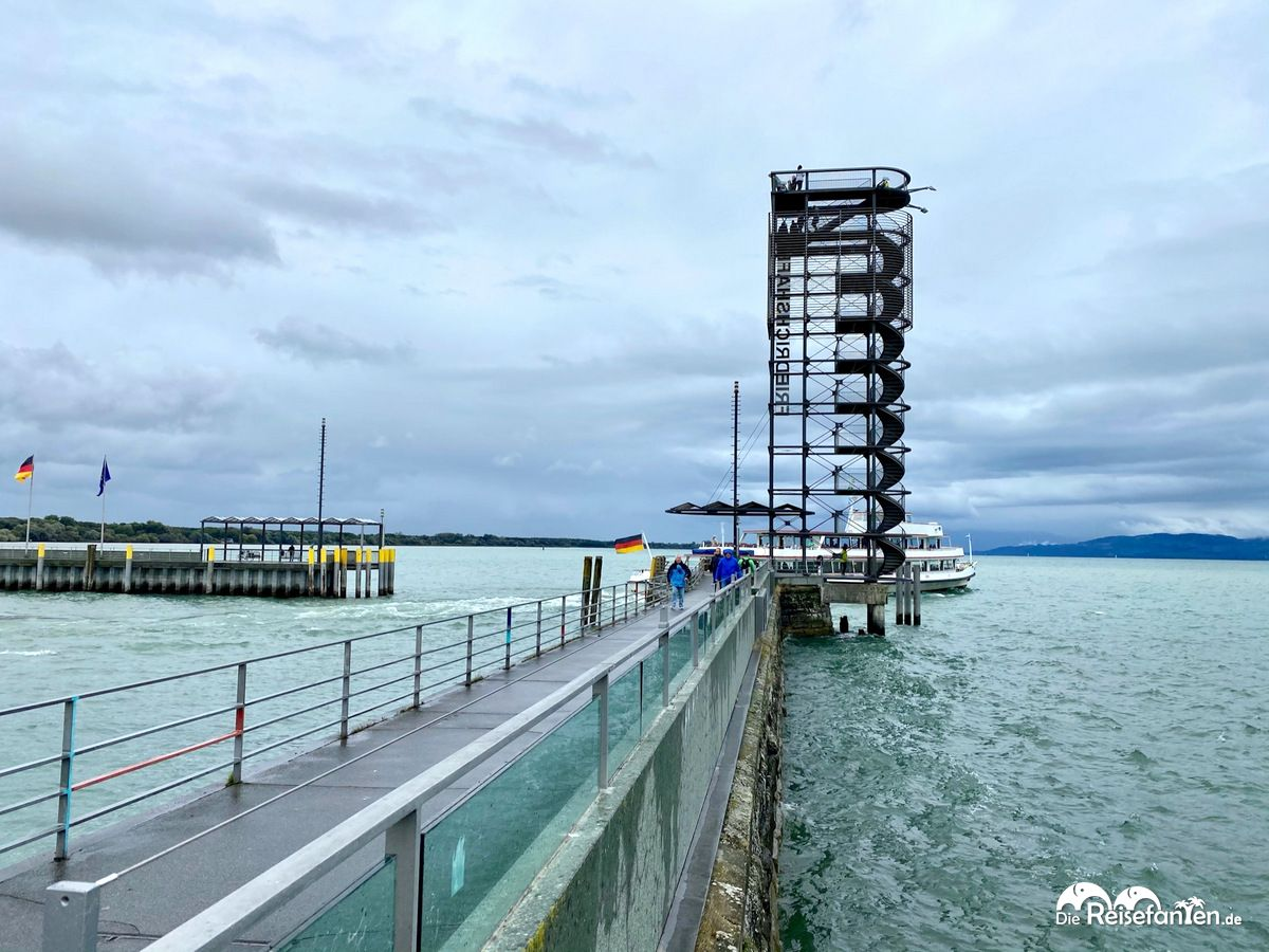Blick auf den Moleturm in Friedrichshafen