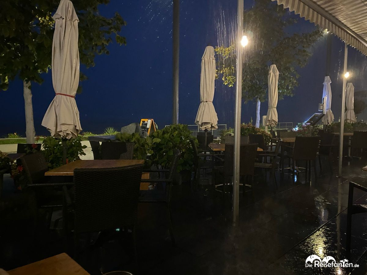 Es schüttete aus Kübeln im Restaurant Mykonos in Überlingen