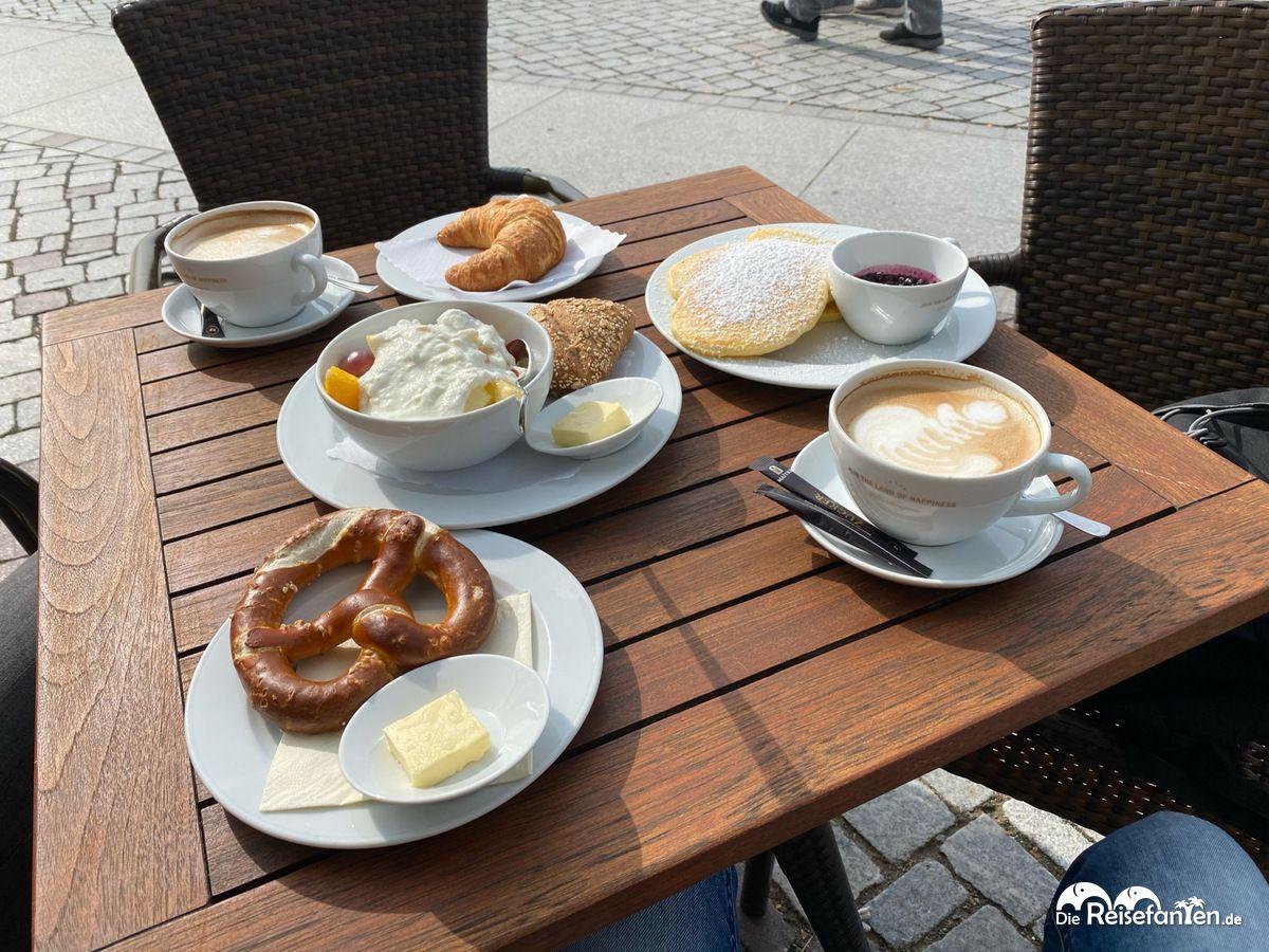 Frühstückstisch im Cafe Brazilia in Überlingen
