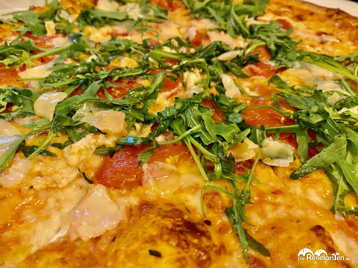 Pizza Italia von der Pizzeria Arena in Rohrdorf in Großaufnahme
