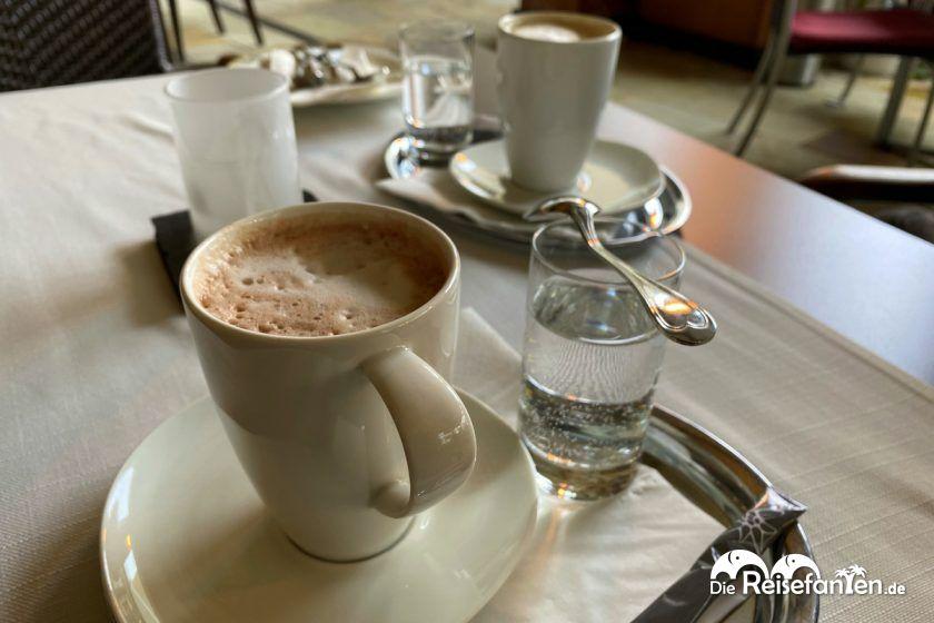 Heiße Schokolade im Restaurant des Hotel Edelweiss in Berchtesgaden