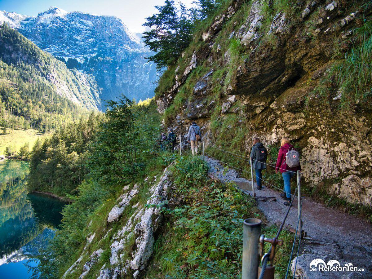 Der enge Wanderweg zur Fischunkelalm am Obersee