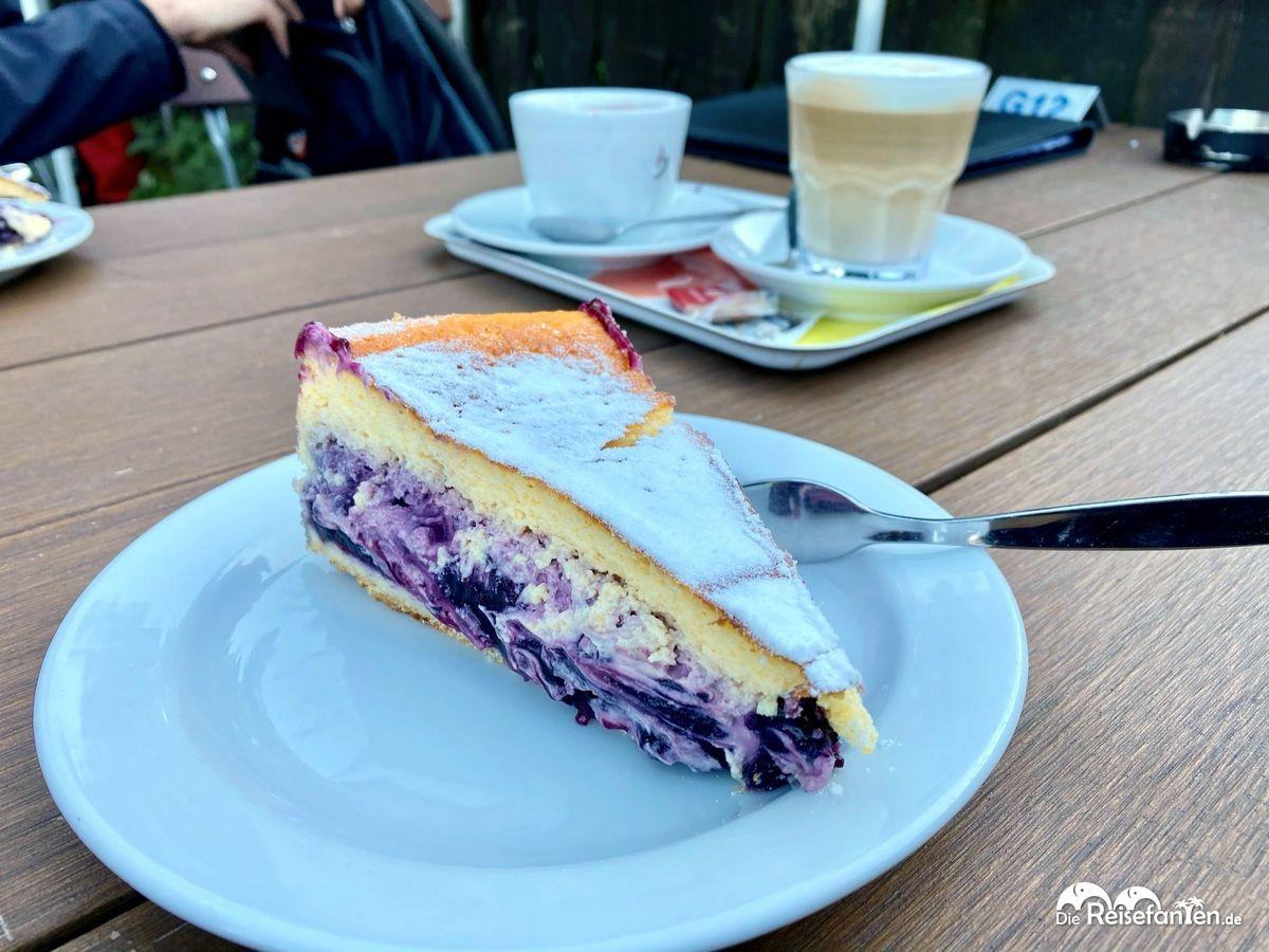 Leckerer Blaubeerkuchen im Cafe Malerwinkel