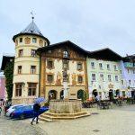 Marktplatz von Berchtesgaden mit Marktbrunnen