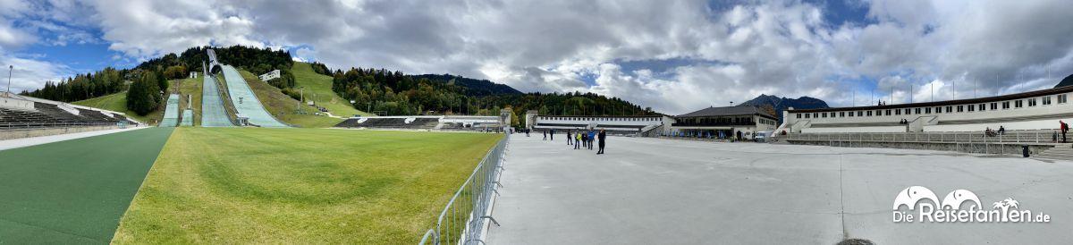 Panoramabild der Skisprungschanzen von Garmisch Partenkirchen