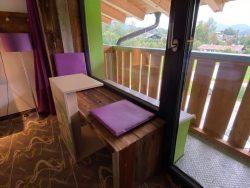Sitzbereich mit kleinem Balkon im Explorer Hotel Bertesgaden am Königssee