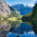 Spiegelndes Wasser am Obersee