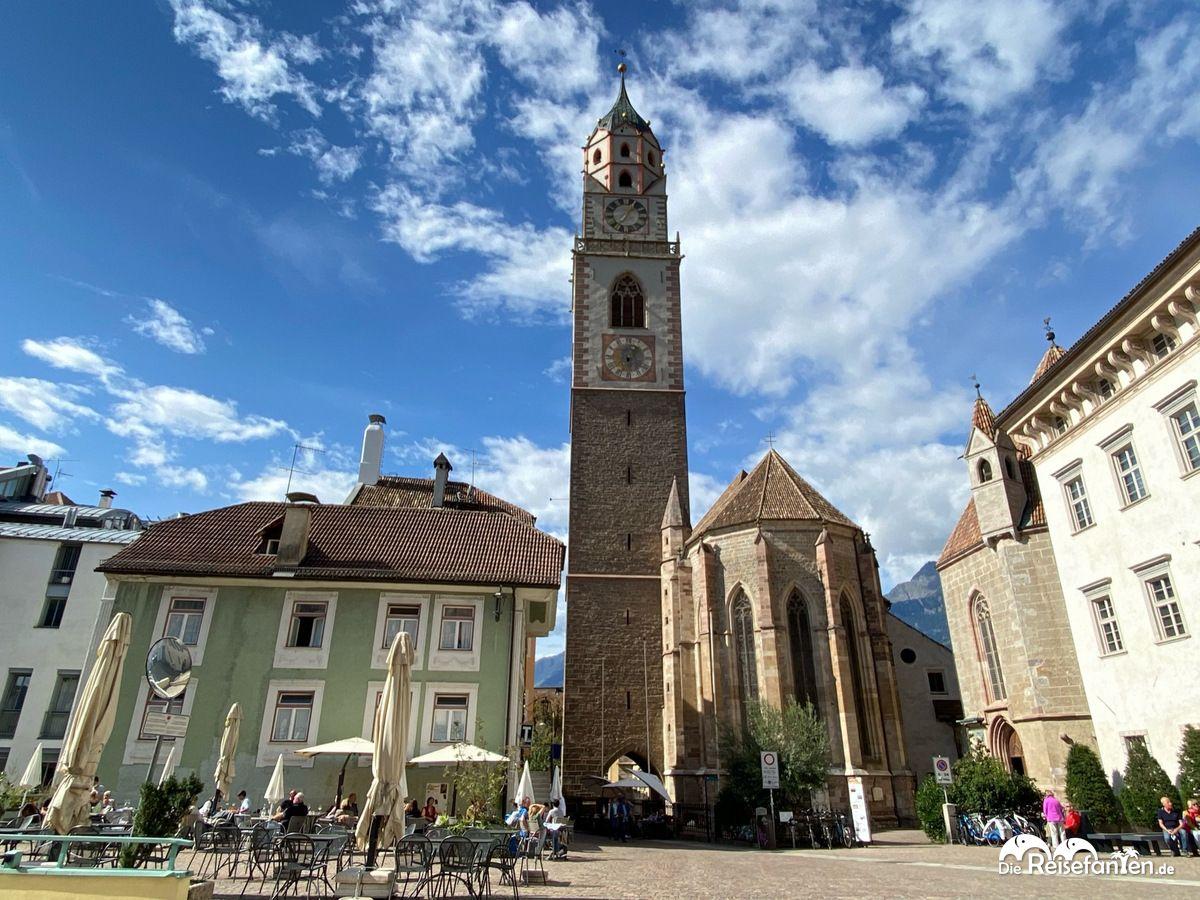 Blick auf die Pfarrkirche St Nikolaus in Meran