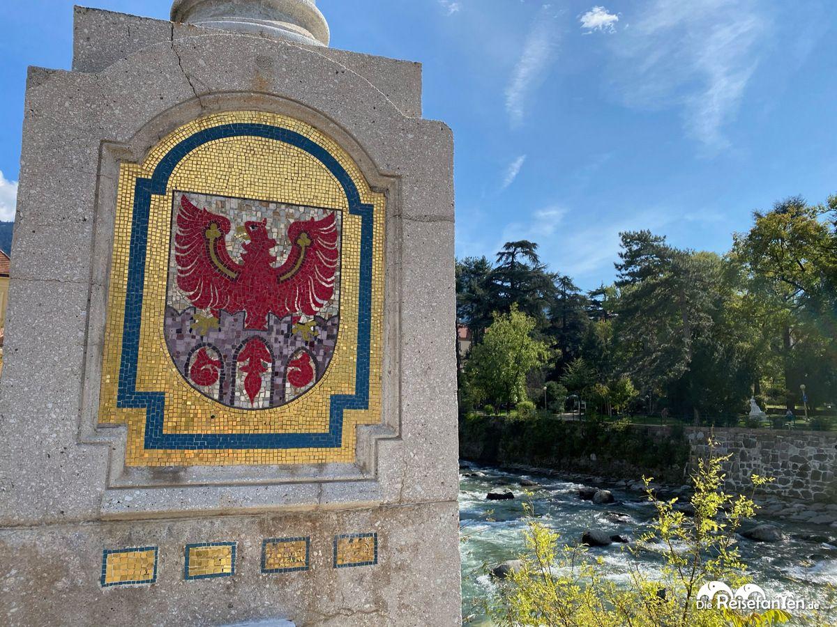 Brückenpfeiler mit Wappen in Meran