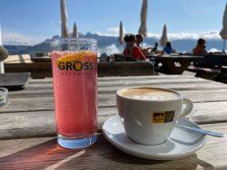 Panoramaterrasse der Puflatschhütte der Seiser Alm in Südtirol