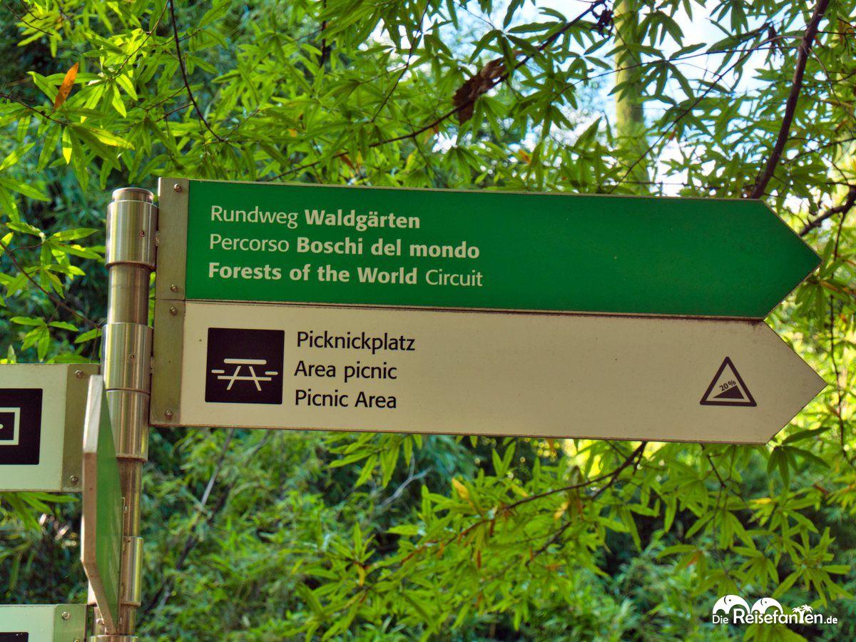 Wegweiser in den Gärten von Schloss Trauttmansdorf