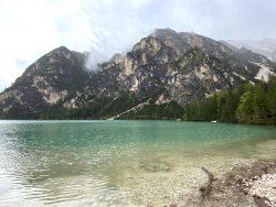 Bergwelt am Prager Wildsee in Südtirol