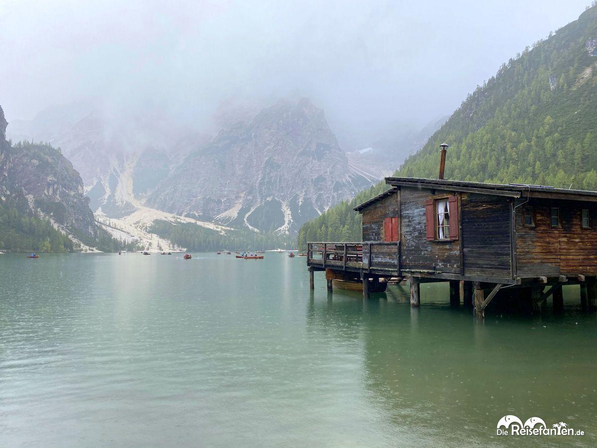 Bootsverleih am Prager Wildsee in Südtirol