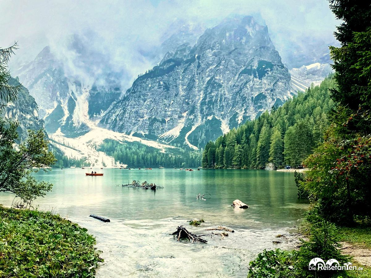 Idyllischer Blick auf den Pragser Wildsee