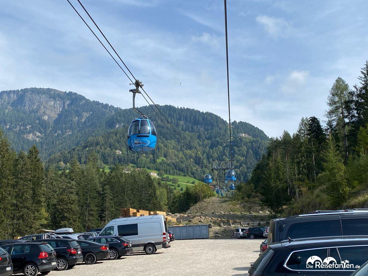 Kostenloser Parkplatz an der Talstation der Seiser Alm in Südtirol
