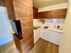 Küchenzeile in der Ariston Dolomiti Residence in Toblach in Südtirol