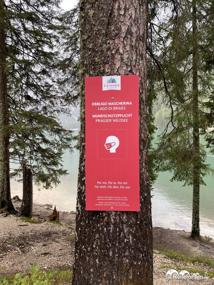 Maskenpflicht am Prager Wildsee in Südtirol