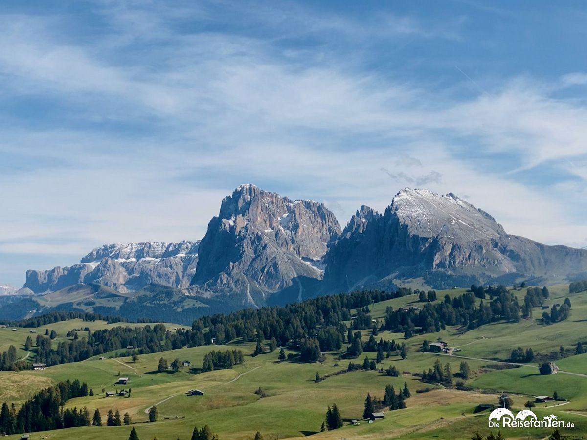 Panoramablick auf die Seiser Alm in Südtirol