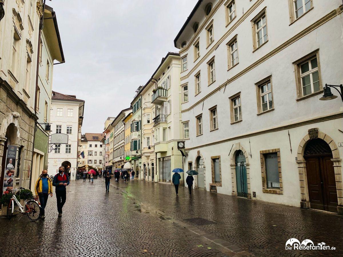 Straßenszene in Bozen 1