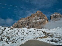 Auffahrt zum Parkplatz der Drei Zinnen in den Dolomiten