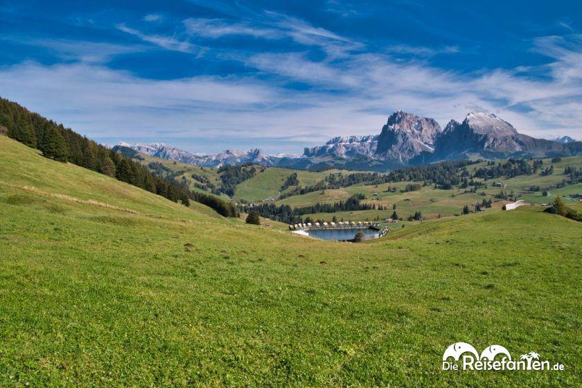 Bis auf den Bewässerungssee ein tolles Panorama