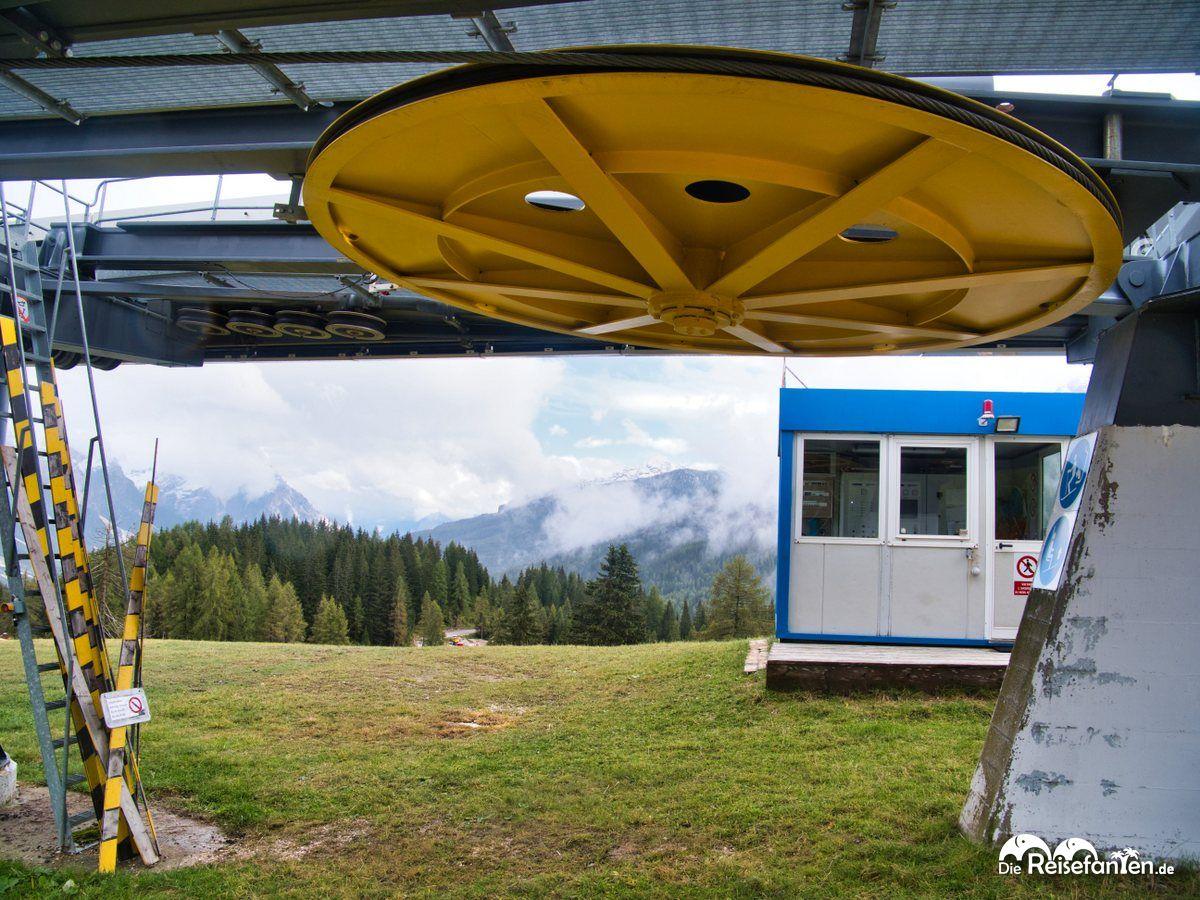 Ein Skilift außer Betrieb
