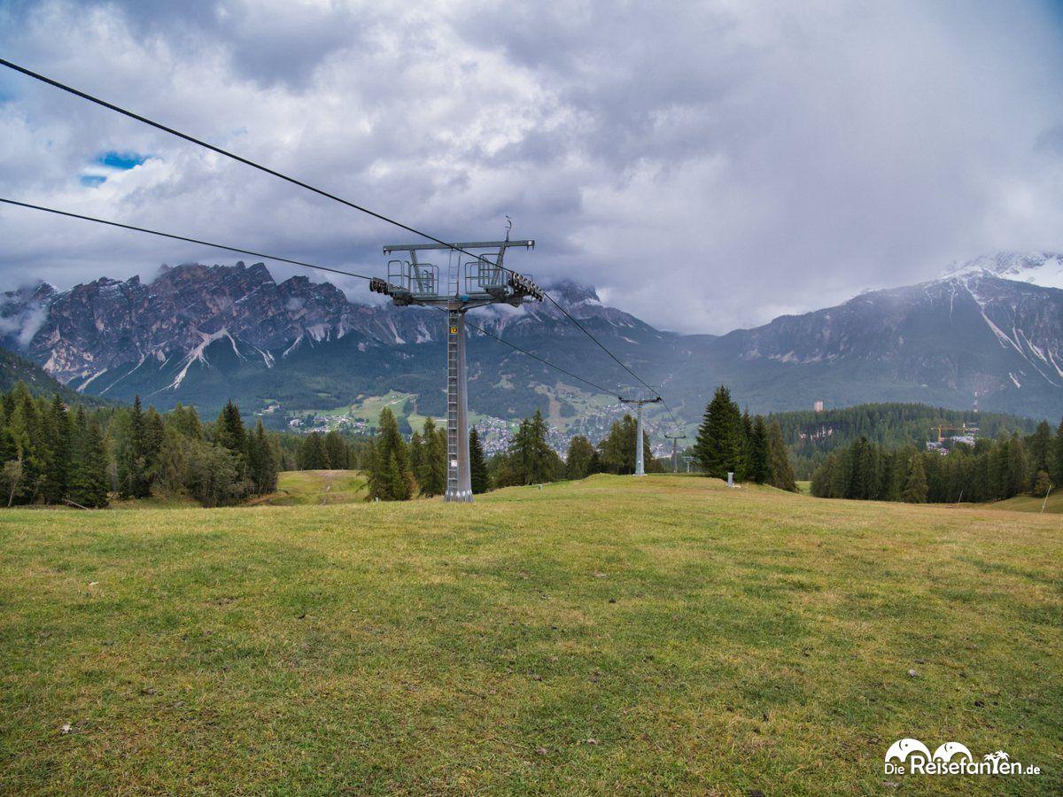 Grüne Skipisten nahe Cortina d'Ampezzo
