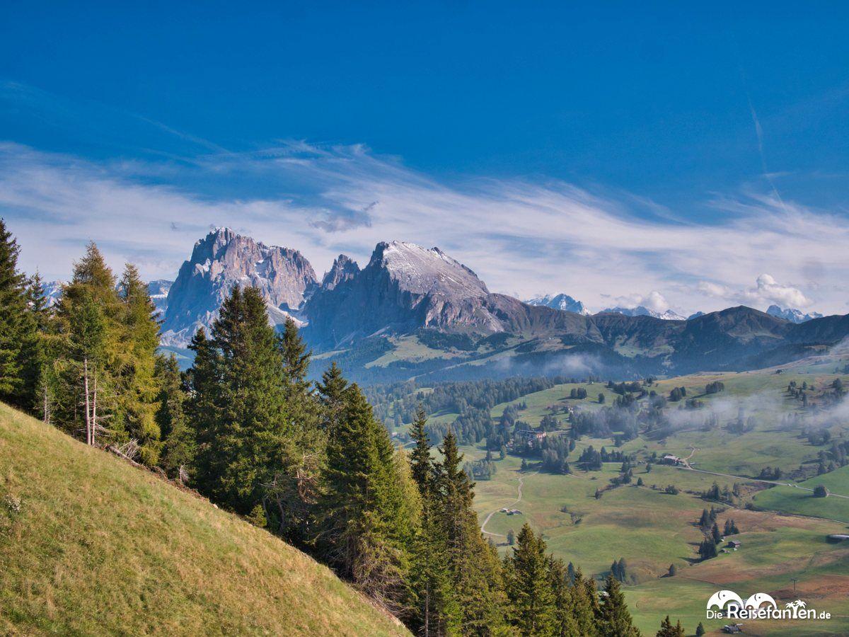 Weit entfernte Bergspitzen