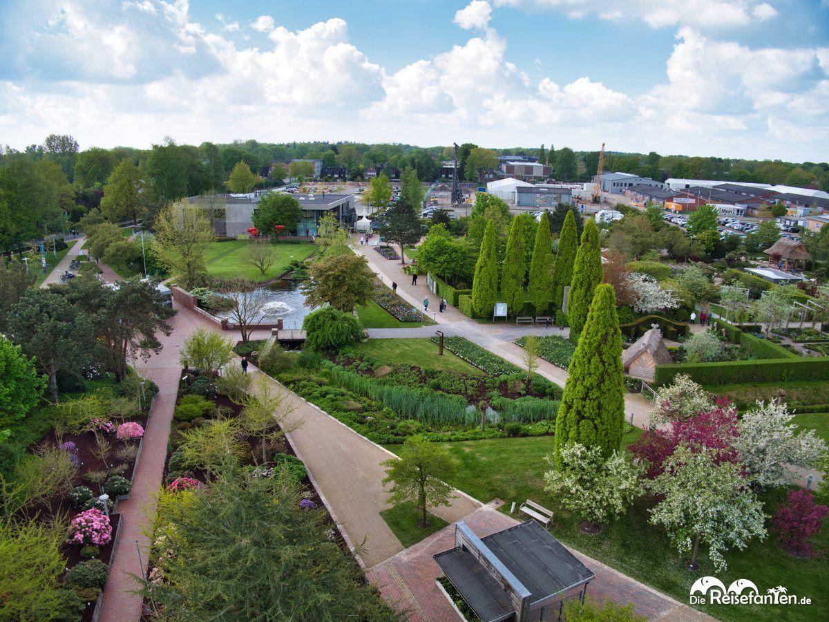 Blick vom Aussichtsturm im Park der Gärten 1