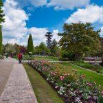 Der Aussichtsturm im Park der Gärten