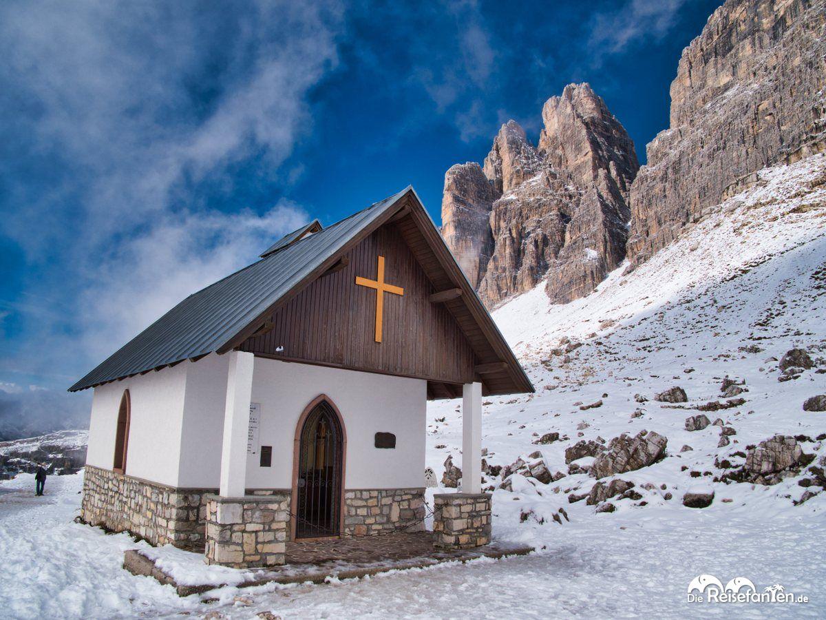 Die Cappella degli Alpini bei den Drei Zinnen