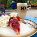 Pflaumenkuchen im Cafe Gruber