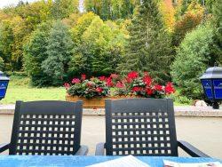 Terrasse des Cafe Gruber mit Blick in die Natur