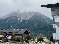 Toblach liegt am Rand der Dolomiten