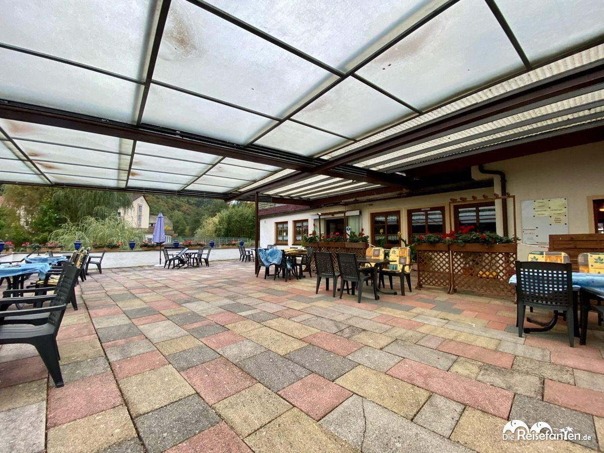 Überdachte Terrasse des Cafe Gruber