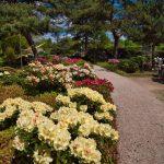 Wege mit Sitzmöglichkeit im Park der Gärten