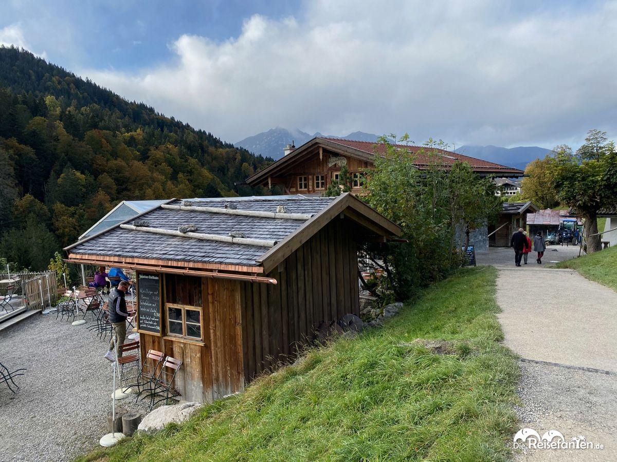 Blick auf die Kaiserschmarrn Alm in Garmisch Partenkirchen