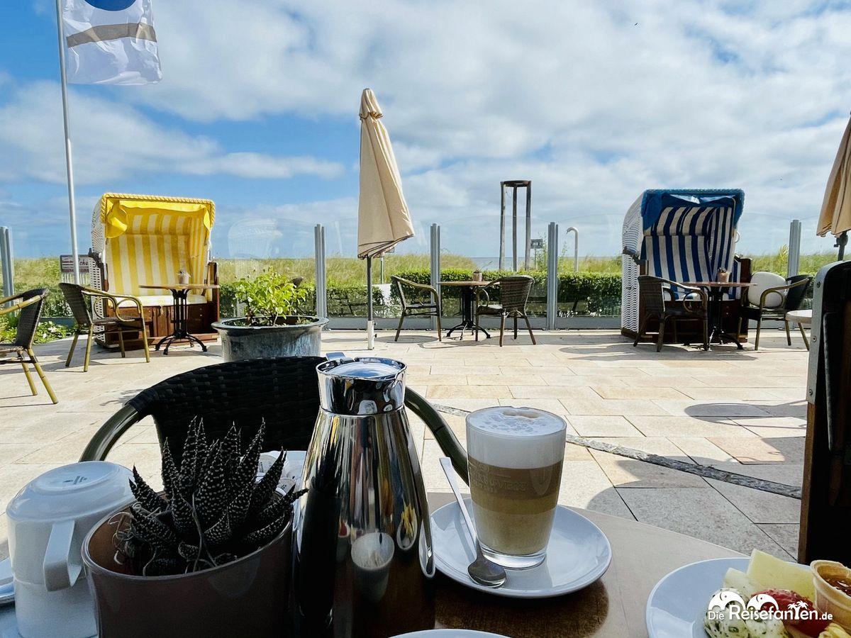 Frühstück mit Ausblick im Haus am Meer in Hohwacht an der Ostsee